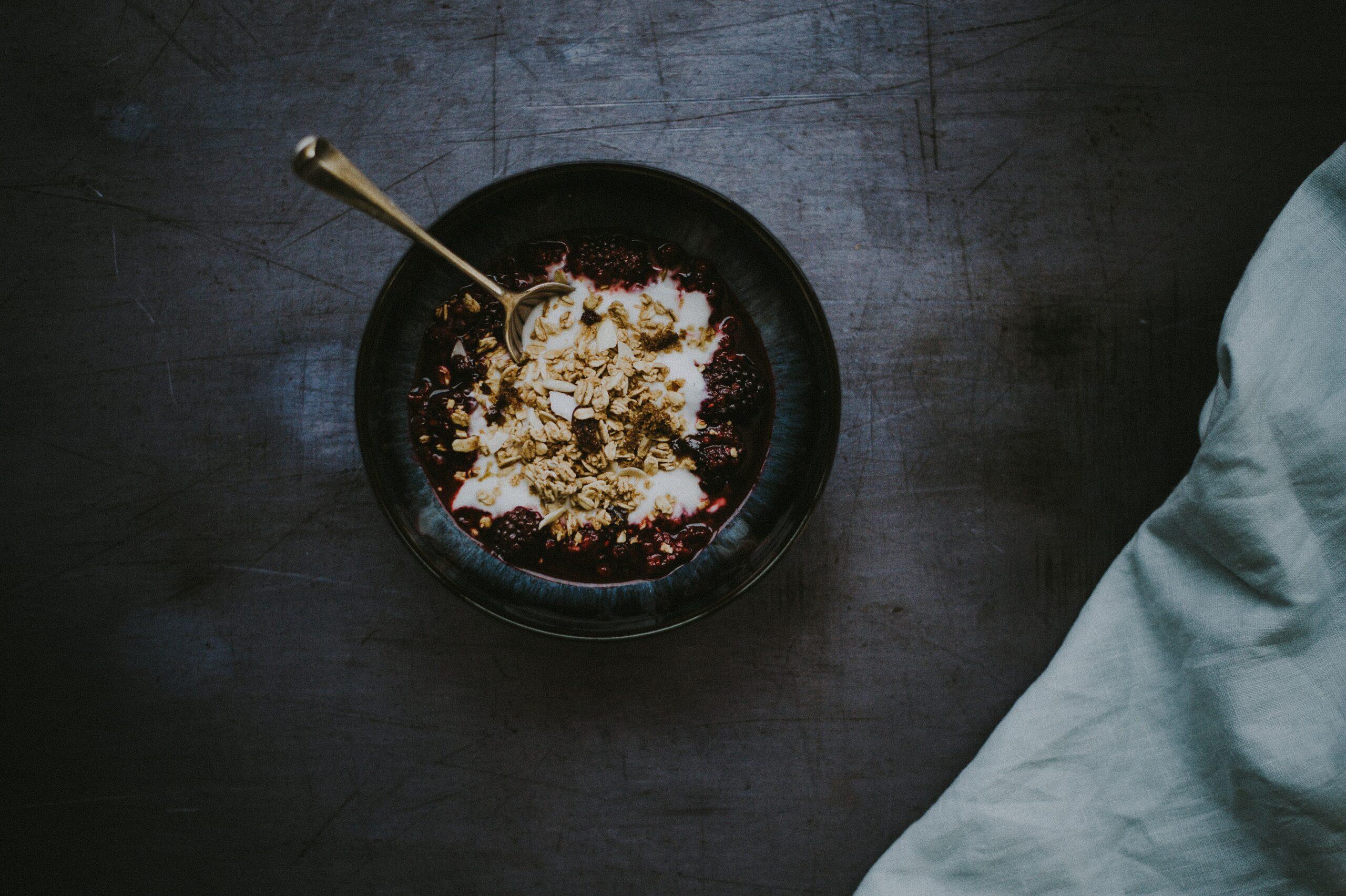 eating fiber-rich muesli